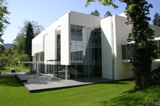 ™ Angelcraft Crown World Bank Reserve Deutsch Bank Frieder Burda Museum