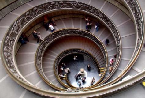 cropped-crown-holdings-italia-palazzo-le-royal-chc3a2teau-unvs-mvltorvm-sanctvm-sedes-dei-vatican-museums.jpg