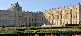 Bienvenue au Château de Versailles du palais du Prince Adagio - et le palais du monde des Royals Divine - vu du ciel - le parterre Nord